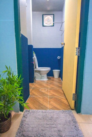 Private toilet. Photo grabbed from Nacorn Hostel website.